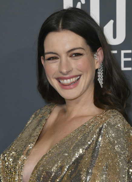 More Pics of Anne Hathaway Diamond Chandelier Earrings (3 of 8) - Chandelier Earrings Lookbook - StyleBistro [hair,hairstyle,eyebrow,beauty,skin,chin,smile,lady,premiere,lip,arrivals,anne hathaway,critics choice awards,barker hangar,santa monica,california,anne hathaway,25th critics choice awards,ella enchanted,photograph,actor,image,photography,stock photography,celebrity]