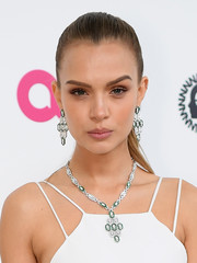 Josephine Skriver dolled up her look with a diamond chandelier necklace and matching earrings by Bulgari.