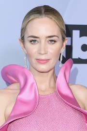 Emily Blunt sported a classic center-parted bun at the 2019 SAG Awards.