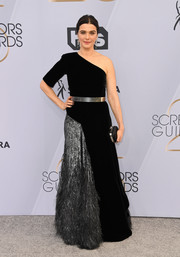 Rachel Weisz looked fabulous in a black and silver one-shoulder gown by Givenchy Couture at the 2019 SAG Awards.