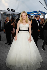 Elisabeth Moss gave us princess vibes in a strapless white ballgown by Monique Lhuillier at the 2019 SAG Awards.