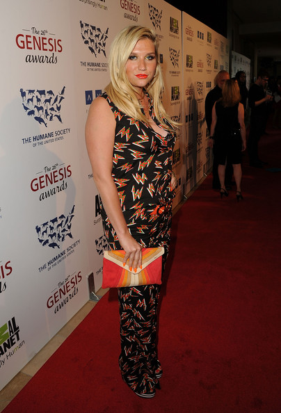 More Pics of Kesha Envelope Clutch  (1 of 13) - Kesha Lookbook - StyleBistro