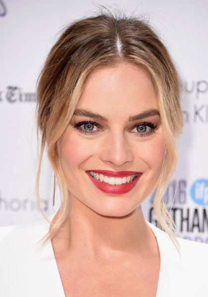 More Pics of Margot Robbie Red Lipstick (1 of 4) - Margot Robbie Lookbook - StyleBistro [hair,face,lip,eyebrow,hairstyle,chin,blond,skin,facial expression,forehead,new york city,cipriani wall street,gotham independent film awards,margot robbie]