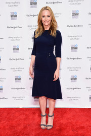 Leslie Mann styled her frock with a pair of Alaia Bomb sandals, in gray.
