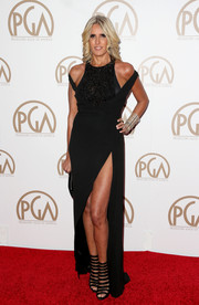 Tiziana Rocca looked hot at the 26th Annual Producers Guild Of America Awards in a daring black dress with thigh-high split and cutout shoulders.