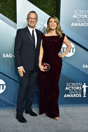 Rita Wilson complemented her dress with a patterned velvet clutch by Chanel.