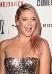 Kate Hudson rocked a long side-parted 'do in a fun pink hue during the American Cinematheque Award.