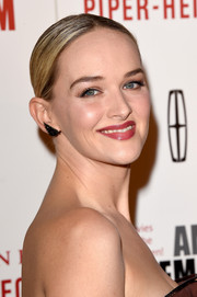 Jess Weixler opted for a severe center-parted bun when she attended the American Cinematheque Award.