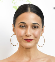 Emmanuelle Chriqui sported a sleek center-parted ponytail at the 2018 EMA Awards.