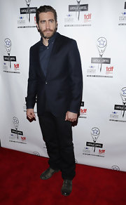 Jake Gyllenhaal wore an elegant black suit to the Lucille Lortel Awards, but those worn-out shoes added a rugged feel..
