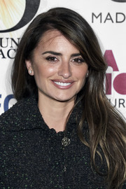 Penelope Cruz looked beautiful with her loose side-parted 'do at the Union de Actores Awards.