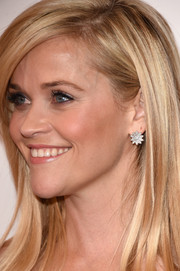 Reese Witherspoon accessorized with a lovely pair of flower-shaped diamond studs when she attended the American Cinematheque Award.