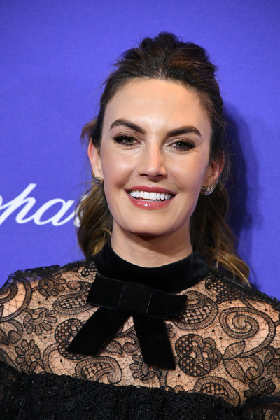 Elizabeth Chambers sported a ponytail with a messy pompadour top at the Palm Springs International Film Festival Awards Gala.