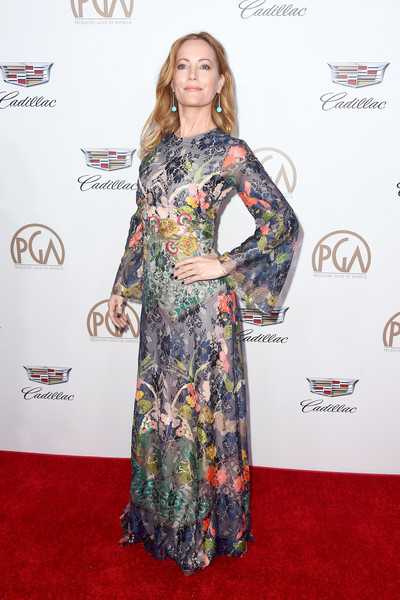 Leslie Mann looked enchanting in a flowing floral dress by Reem Acra at the 2018 Producers Guild Awards.