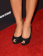 Maria Menounos showcased her inky pedicure with a pair of black peep toe pumps.