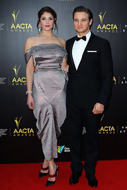 Jeremy Renner never looked better in a classic suit while in Australia at the AACTA Awards.