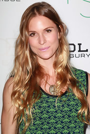 Annelise Peterson wore her sun-lightened locks in long natural waves at the 2nd Annual Autumn Party.