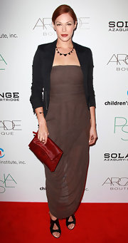 Amanda Righetti paired her Grecian-inspired draped gown with black sandals.