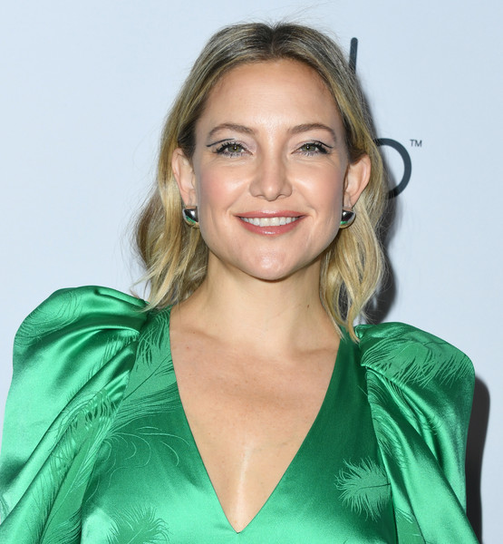 More Pics of Kate Hudson Chainmail (5 of 22) - Clutches Lookbook - StyleBistro [hair,hairstyle,blond,eyebrow,long hair,smile,shoulder,brown hair,layered hair,neck,arrivals,kate hudson,girl up girlhero awards,beverly hills,california,beverly wilshire four seasons hotel]