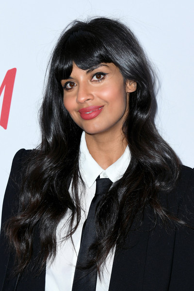 Jameela Jamil stuck to her usual long waves with parted bangs when she attended the 2019 Girl Up #GirlHero Awards.