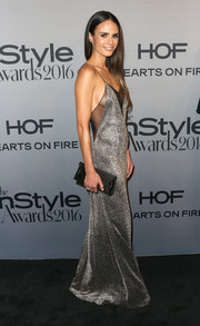 Jordana Brewster accessorized her look with a black satin envelope clutch by Tyler Ellis.