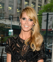 Heidi Klum highlighted her peepers with a heavy application of metallic silver eyeshadow.