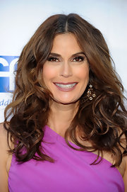 Teri Hatcher attended the second annual Wisteria Lane block party wearing her hair in big tousled waves.