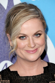 Amy Poehler glammed it up at the unite4:humanity event with a messy-chic chignon with a wavy tendril at the front.
