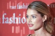 Doutzen Kroes styled her hair in a glamorous twisted ponytail for the Annual Night of Stars.