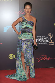 Denise Vasi looked stunning in an asymmetrical dress at the Daytime Entertainment Awards.