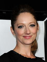 Judy Greer wore her hair in a sleek, slightly voluminous ponytail at the 37th Annual Los Angeles Film Critics Association Awards.