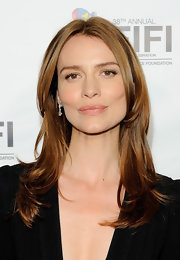 Saffron Burrows styled her hair in a trendy layered cut for the FiFi Awards.