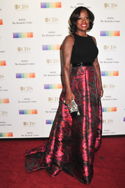 Viola Davis chose a lovely Carmen Marc Valvo gown, featuring a plain black bodice and a fuchsia floral ball skirt, for her Kennedy Center Honors Gala look.