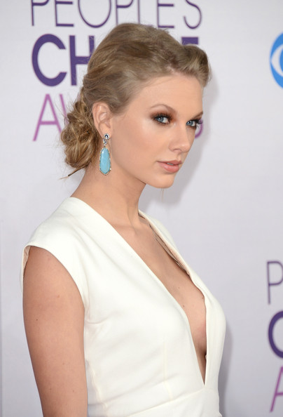 More Pics of Taylor Swift Bobby Pinned Updo (1 of 35) - Bobby Pinned Updo Lookbook - StyleBistro