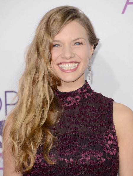 More Pics of Tracy Spiridakos Long Wavy Cut (4 of 9) - Long Wavy Cut Lookbook - StyleBistro