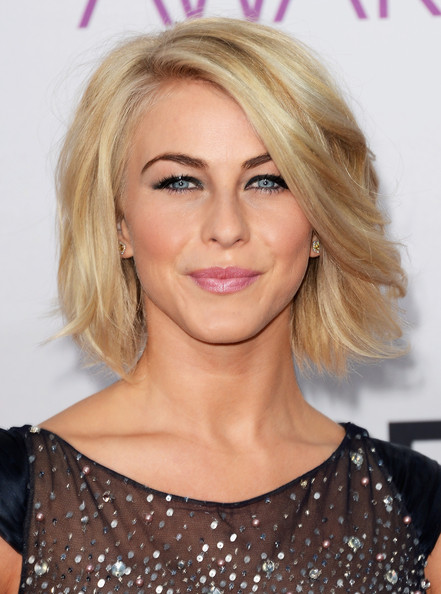 More Pics of Julianne Hough Short Wavy Cut (1 of 20) - Short Wavy Cut Lookbook - StyleBistro