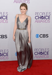 Taylor looked like a goddess in this silky silver dress with a bejeweled waistband at the People's Choice Awards.