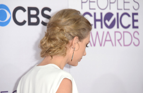 More Pics of Taylor Swift Bobby Pinned updo (4 of 35) - Taylor Swift Lookbook - StyleBistro