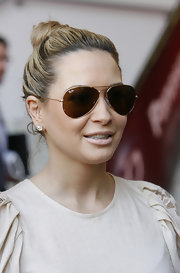 Mandy sports some hot gold and brown aviator sunglasses.