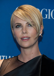 Charlize Theron's short side-parted 'do at the Help Haiti Home Gala had a stylish mod feel.