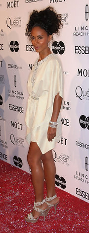 A strappy sandal in a neutral hue shows of Jada's smokin' gams!