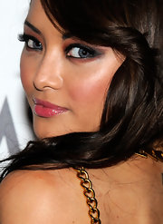 Tila rocked a smoky eye complete with brown shadow on the outer and under eye.