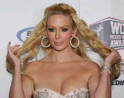 Jenna looked especially glamorous while attending the Mixed Martial Arts Awards. She completed her long flowing curls with  large diamond hoop earrings.