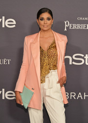 Rachel Roy sported a lovely mix of pastels with this mint-green leather clutch and blush blazer combo at the 2017 InStyle Awards.
