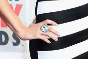 Justine complimented her look with a stunning oversized ring that matched her nails!