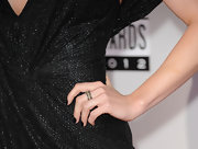 Who said black nails had to be gothy? Jenny McCarthy pulled off the dark mani with elegant ease at the 2012 AMAs.