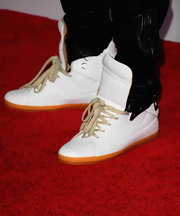 Chris Brown wore a pair of snazzy high-top sneakers at the American Music Awards.