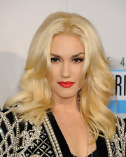 The always gorgeous Gwen Stefani wore her bottle blonde tresses in full, flipped curls for the 2012 AMAs.