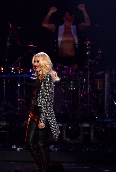 More Pics of Gwen Stefani Sequined Jacket (1 of 19) - Gwen Stefani Lookbook - StyleBistro