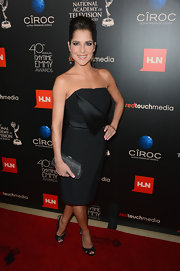 Kelly Monaco showed off her petite frame with this black strapless frock.